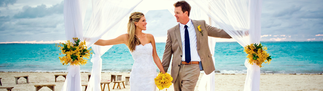 Brautpaar unter Pavillon